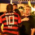 Fábio Assunção é visto na companhia de amigos em bar e posa com fãs no Rio de Janeiro, na noite deste sábado, 24 de novembro de 2018