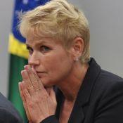 Xuxa sofre golpe de contratante e revela: 'Avião poderia ter nos matado'