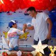 Wesley Safadão comemorou o aniversário de Yhudy dentro do cruzeiro que leva o seu nome