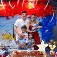 Wesley Safadão reuniu sua família no aniversário de Yhudy