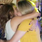 Fernanda Gentil dança coladinha e troca beijo com namorada em festa. Vídeo!