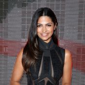 Camila Alves chama atenção com vestido transparente na New York Fashion Week