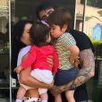 Adriana Sant'Anna e o marido evitam expor o rosto dos filhos nas redes sociais