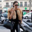 Victoria Beckham cool & chic com sua bolsa Hermès