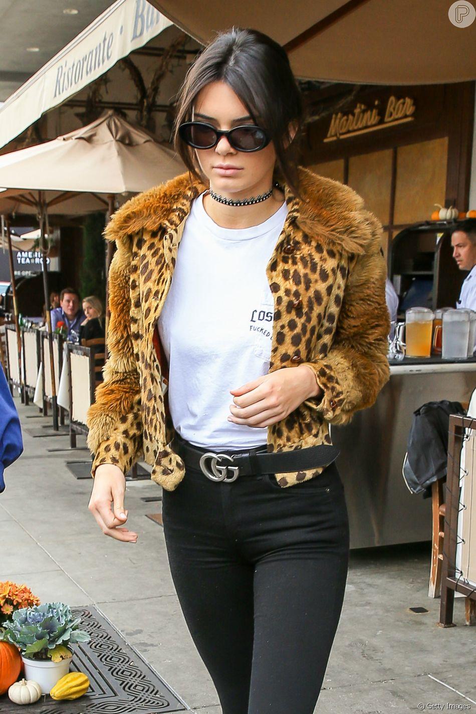 Kendall Jenner: basiquinha, mas nem tanto! O animal print dá um toque especial ao look.