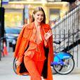 Gigi Hadid: look monocromático