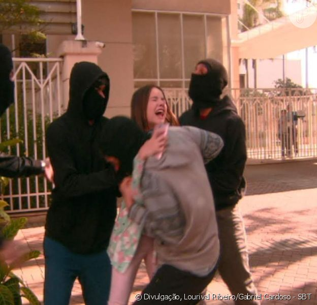 Na novela 'As Aventuras de Poliana', Filipa (Bela Fernandes) sofre tentativa de assalto por capangas do Rato