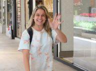 Simpática e sorridente, Fernanda Gentil faz compras em shopping com o filho