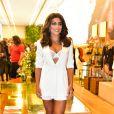 Um dos looks all white de Juliana Paes, a lingerie branca já apareceu para entregar mais charme à produção