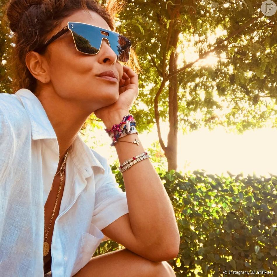 3c99ddd2444cf Óculos de sol no formato máscara são queridinhos de Juliana Paes ...