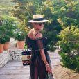 O vestido preto com transparência deixou o look de verão de Juliana Paes sofisticado