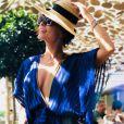 Azul-marinho é uma das cores queridinhas de Juliana Paes