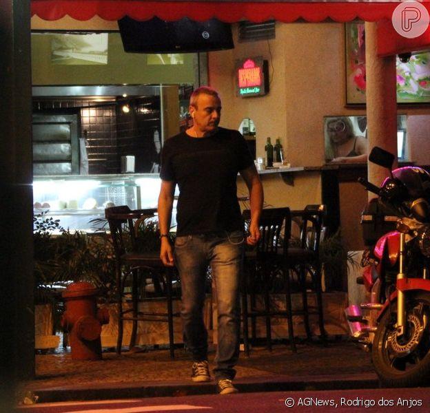 Sem Julia Lemmertz Alexandre Borges E Clicado Sozinho Em Bar Do