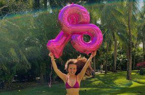 Larissa Manoela posta foto de biquíni e comemora 18 milhões de seguidores