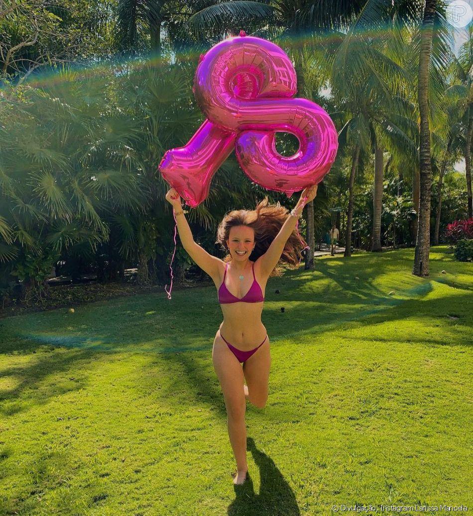 Larissa Manoela postou foto de biquíni para festejar os 18 milhões de seguidores no Instagram, nesta segunda-feira, 31 de dezembro de 2018: ' Eu por vocês e vocês por mim!'