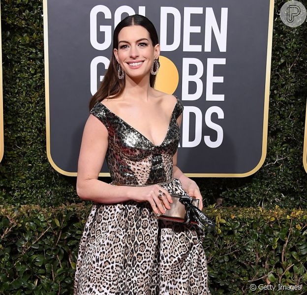 Anne Hathaway no Golden Globes 2019.