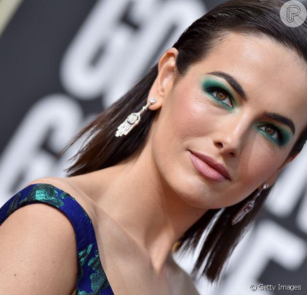 Camilla Belle: sombra verde pra combinar com o vestido