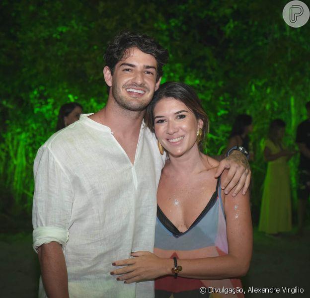 Rebeca Abravanel faz aula de bateria e o namorado, Alexandre Pato, elogia desempenho em comentárioorig