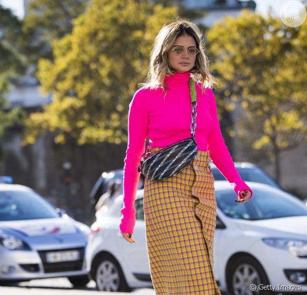 Neon: Thassia Naves combinou neon com estampa quadriculada e sandálias poderosas