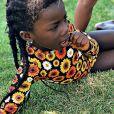 Giovanna Ewbank publica foto da filha com maiô estampado de girassol