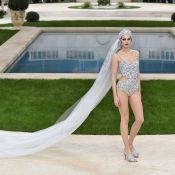 Chanel promove um desfile à beira da piscina na Paris Fashion Week