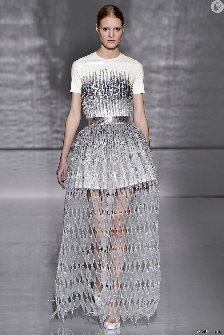 cce613d6f Givenchy Haute Couture Spring Summer 2019 na Paris Fashion Week  brilho  metálico