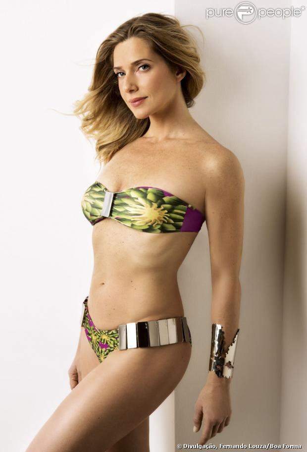 Letícia Spiller é capa da revista 'Boa Forma' de março e conta como faz para manter o corpo sarado, em 15 de fevereiro de 2013
