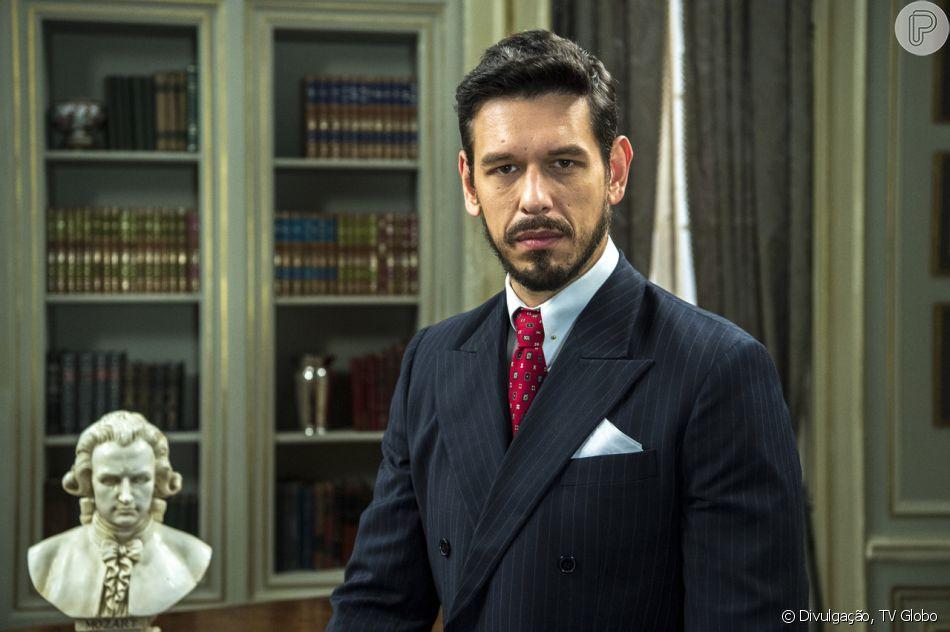 Gustavo (João Vicente de Castro) conta a Júlia (Vitória Strada) que já marcou o casamento deles no capítulo de sexta-feira, 15 de fevereiro de 2019, da novela 'Espelho da Vida'