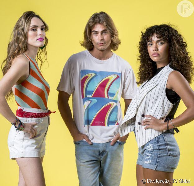 Manuzita (Isabelle Drummond) flaglará Moana (Giovana Cordeiro) nua, na cama de João (Rafael Vitti), na novela 'Verão 90'.