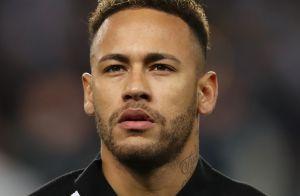 Platinado e com muletas, Neymar canta em festa de aniversário: 'Livre pra voar'