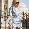 Metalizado holográfico: vestidinho furta-cor pra acender qualquer look