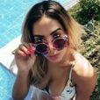 Anitta costuma compartilhar cliques de momentos de lazer com óculos divertidos