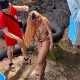 Anitta gravou novo clipe na Bahia e deixou fãs eufóricos ao surgir apenas de tapa-seios