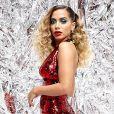 Anitta caprichou no visual sensual de macacão vermelho e cabelo volumoso no clipe de 'Indecente'