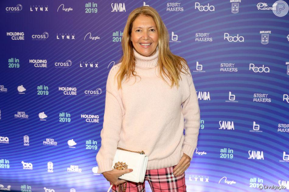 Donata Meirelles pede demissão da Vogue Brasil após ser acusada de racista  na Internet 902c2272b1