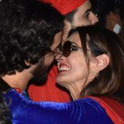 Fátima Bernardes e namorado se beijam em 2º baile de pré-carnaval na mesma noite