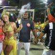 Viviane Araújo esbanja simpata durante ensaio de Carnaval