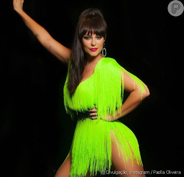 Paolla Oliveira apostou em look neon e peruca morena para o Baile da Favorita