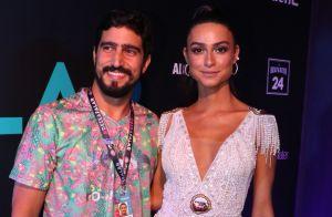 Thaila Ayala tem apoio do noivo, Renato Góes, em desfile: 'Gosta e se diverte'
