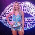 Ex-BBB Isabella saiu do reality show e foi direto para o camarote. Ela escolheu a pochete metalizada como acessório queridinho para curtir o Carnaval