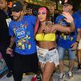 Anitta e Neymar chegaram juntos a camarote na Sapucaí no segundo dia de desfiles