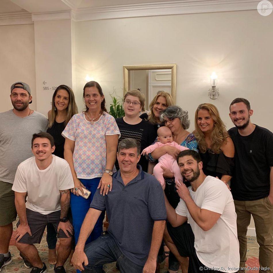 Duda Nagle publica foto de Zoe com a família partena, em 9 de março de 2019