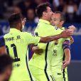 Neymar e Messi comemoram gol do Barcelona