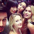 Fiorella Mattheis posou animada para fotos: 'Encontrando os colegas da época de modelo!', comemorou