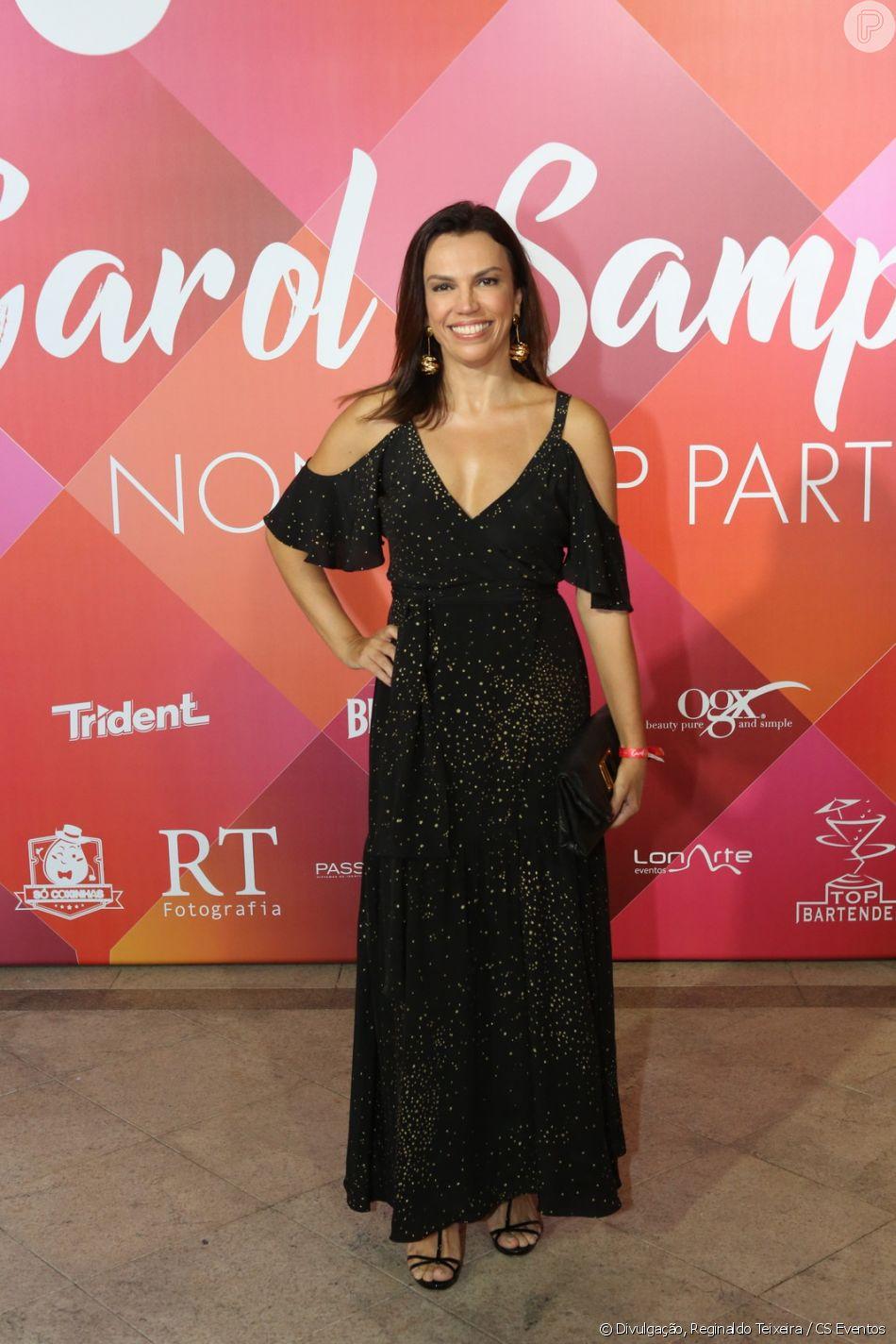88a06fe8b Ana Paula Araujo usou vestido longo preto com detalhes de brilho para ir à  festa da promoter Carol Sampaio