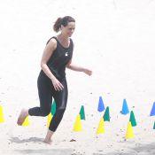 Vanessa Gerbelli se diverte enquanto faz treino funcional em praia do Rio