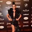 Mariana Ximenes usou um pretinho nada básico da grife Iorane no Baile da Vogue 2019