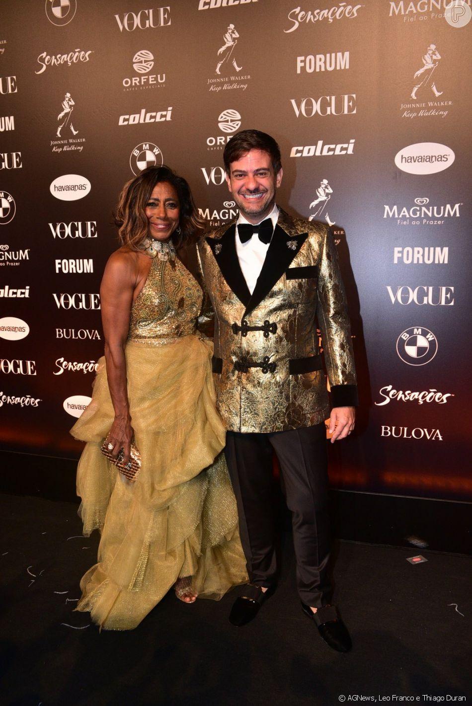 Gloria Maria e Bruno Astuto foram os apresentadores do Baile da Vogue 2019 ao lado de Sabrina Sato