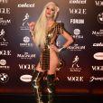 Gianne Albertoni ousou em seu look dourado para o Baile da Vogue 2019