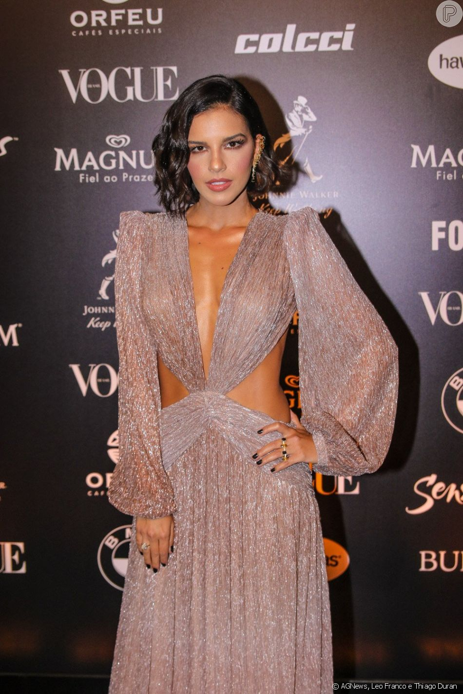 Mariana Rios escolheu um vestido Patricia Bonaldi para cantar no Baile da Vogue 2019
